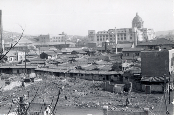 A part of Seoul reduced to rubble after bombings during the Korean War in this photo taken in January 1952. [ICRC]