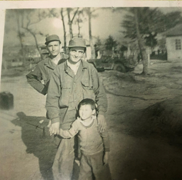 Photo of Kim Eun-ja with Suleyman Dilbirligi. The photo was taken by a Turkish soldier at the time and provided to the paper by Kim. [KIM EUN-JA]