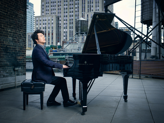 Famed pianist Lang Lang, often dubbed the superstar of classical, is to hold a solo recital by playing Bach's Goldberg Variations BWV 988 in December. [MAST MEDIA]