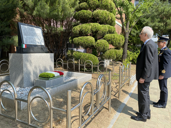 Ambassador of Italy to Korea Federico Failla paying tribute to Italian doctors, nurses and officers who served during the Korean War (1950-1953), at the special monument dedicated to the Italian service established at Usin Elementary School in western Seoul, which was formerly used as the Italian field hospital.[EMBASSY OF ITALY IN KOREA]