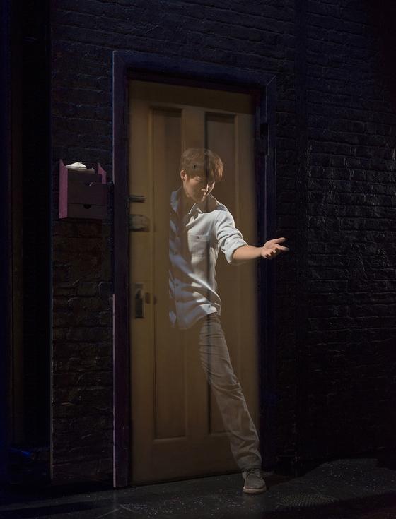 Joo Won looks like he's walking through a door. [SEENSEE COMPANY]
