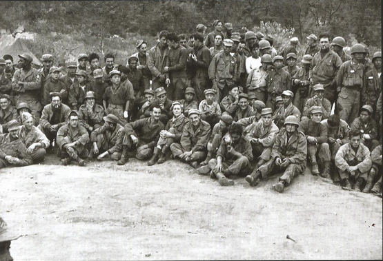 A group of French and Korean soldiers of the French Battalion in Gapyeong County, Gyeonggi, in November 1951. The photo has been provided by the Etablissement de Communication et de Production Audiovisuelle de la Defense (Ecpad) of France to the French Embassy in Seoul. [ECPAD/MAURICE MONNERY]