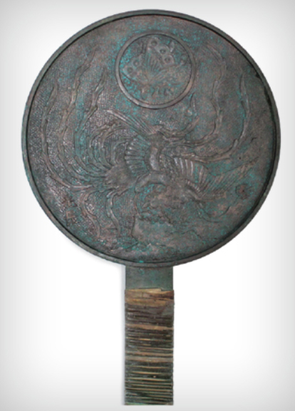 A bronze mirror was also found inside the makeup box. [CULTURAL HERITAGE ADMINISTRATION]