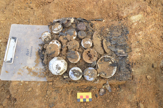 A collection of cosmetic cases and tools has been uncovered from an 18th-century tomb located in Namyangju, Gyeonggi, which belonged to Princess Hwahyeop (1733-52) who died at the age of 20 due to measles. [CULTURAL HERITAGE ADMINISTRATION]