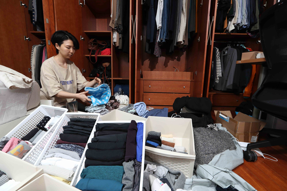 Park Seo-yu reorganizes her wardrobe as she spends more time at home with the outbreak of the coronavirus [KIM SANG-SEON]