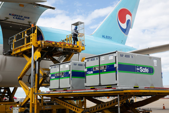 A container capable of temperature control is being loaded on a Korean Air fleet. [KOREAN AIR]