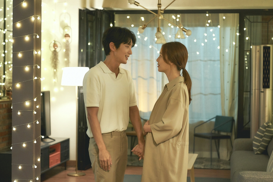 """A scene from """"Flower of Evil"""" on tvN. [TVN]"""