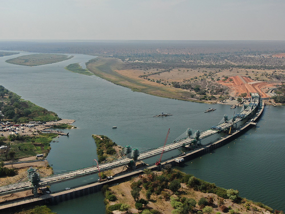 Daewoo Engineering & Construction said Thursday it has finished the construction of Kazungula Bridge, which spans the Zambezi River that borders Botswana and Zambia in southern Africa. The bridge is expected to improve transportation and cargo infrastructure in the region, connecting Botswana, Zambia, Zimbabwe and Namibia. [DAEWOO ENGINEERING & CONSTRUCTION]