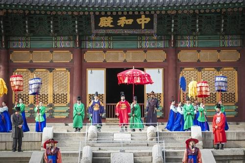 This photo, provided by the Cultural Heritage Administration, shows the royal palace festival taking place at Deoksu Palace in central Seoul in 2019. [CULTURAL HERITAGE ADMINISTRATION]