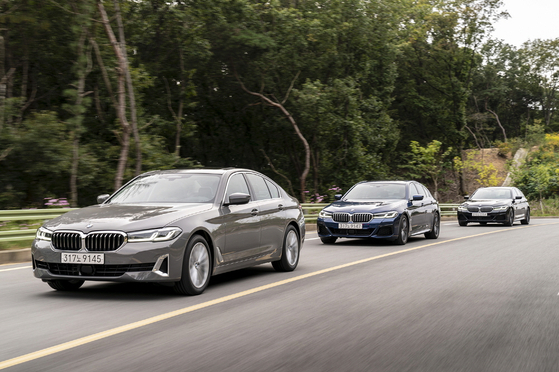 The facelifted 5 Series on road. [BMW KOREA]