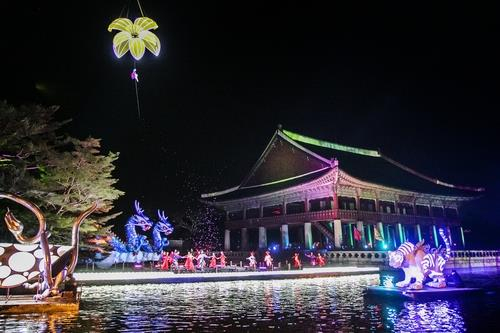 This photo, provided by the Cultural Heritage Administration, shows the royal palace festival taking place at Gyeongbok Palace in central Seoul in 2019. [CULTURAL HERITAGE ADMINISTRATION]