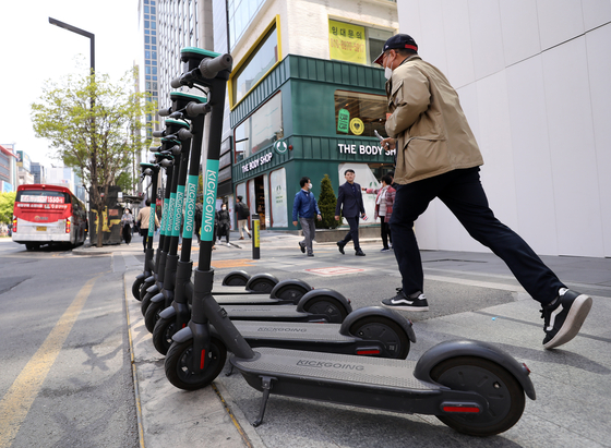 Kickgoings, one of the electric scooter brands operating in Korea, are parked on a roadside. [OLULO]
