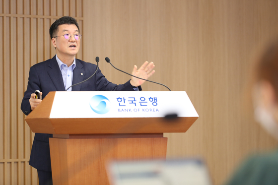 A central bank official speaks to the press. [BANK OF KOREA]