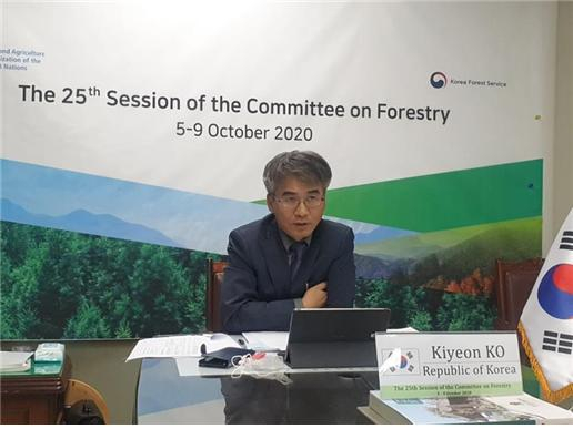 Ko Ki-yeon, Korea Forest Service's director general on international affairs, attends an online meeting of the United Nation's Food and Agriculture Organization's Committee on Forestry. [KOREA FOREST SERVICE]
