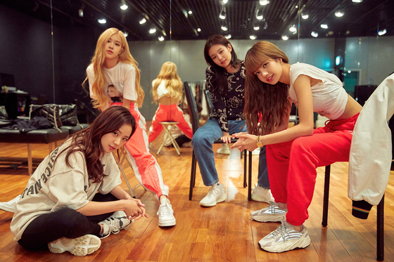 """Images from the upcoming Netflix documentary """"Blackpink: Light Up The Sky"""" which is to premiere worldwide on Wednesday. [NETFLIX]"""