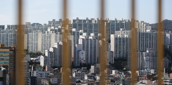 A view of an apartment complex in Gangbuk District, northern Seoul. [YONHAP]
