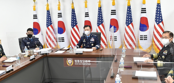 Gen. Won In-choul, chairman of South Korea's Joint Chiefs of Staff (JCS), center, takes part in the 45th Military Committee Meeting with his counterpart, U.S. JCS Gen. Mark Milley, on Wednesday. [JOINT CHIEFS OF STAFF]