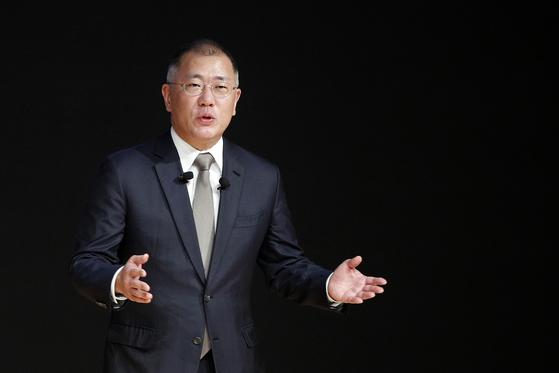 Hyundai Motor Group's new chairman Euisun Chung giving a New Year's speech back in January. [NEWS1]