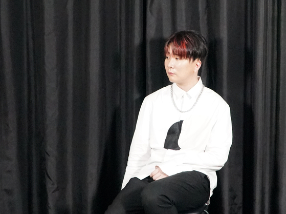 Singer-songwriter Yoon Hyun-sang sits down for an interview with the Korea JoongAng Daily. [BYUN JU-YEON]