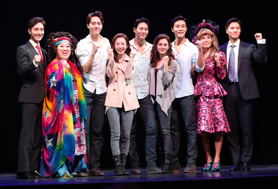 """The cast of the musical 'Ghost"""" poses for cameras at a press event at the D-Cube Arts Center in western Seoul on Thursday. [ILGAN SPORTS]"""