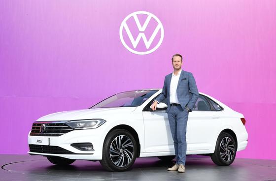 Stefen Krapp, executive director of Audi Volkswagen Korea (AVK) Volkswagen division, poses beside the seventh-generation Jetta sedan after a press event in eastern Seoul on Thursday. [VOLKSWAGEN KOREA]