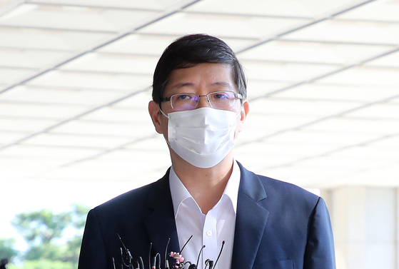 Rep. Kim Hong-gul, youngest son of late President Kim Dae-jung, enters the Seoul Central District Prosecutors' Office on Oct. 10, 2020, to be investigated about election law violations. The prosecution indicted Kim, an independent lawmaker who was expelled by the ruling Democratic Party last month, on Wednesday.  [YONHAP]