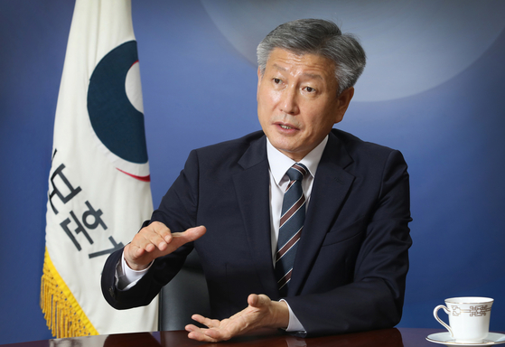 Minister of Patriots and Veterans Affairs Park Sam-duk speaks with the Korea JoongAng Daily at the ministry's branch office in Seoul on Oct. 7. [PARK SANG-MOON]