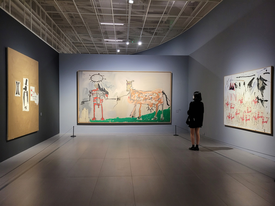 """'Jean-Michel Basquiat - Royalty, Heroism, and the Streets"""" exhibition runs at the Lotte Museum of Art in southeastern Seoul through Feb. 7, 2021. [MOON SO-YOUNG]"""