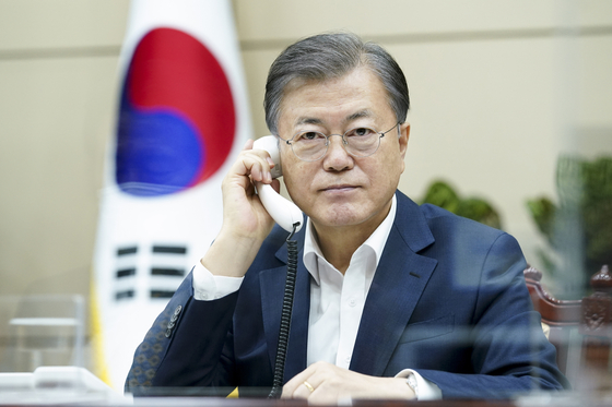 President Moon Jae-in has a phone talk with Malaysian Prime Minister Muhyiddin Yassin on Monday at the Blue House.  [YONHAP]