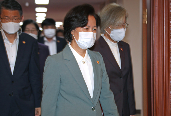 Justice Minister Choo Mi-ae, center, enters a cabinet meeting on Tuesday.  [YONHAP]