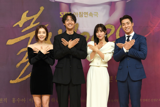 """From left, actors Park Young-rin, Lee Jae-woo, Hong Soo-ah and Seo Ha-joon pose for a photo at an online press event for the new SBS morning drama series 'Phoenix 2020"""" on Tuesday. [SBS]"""