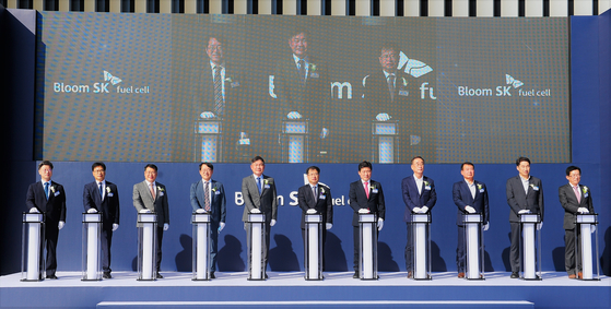 SK Engineering & Construction CEO Ahn Jae-hyun, fifth from left, People Power Party lawmaker Ku Ja-keun, seventh from left, and Gumi Mayor Jang Se-yong, eighth from left, participate in a ceremony celebrating the opening of the Bloom SK Fuel Cell plant in Gumi, North Gyeongsang. [SK ENGINEERING & CONSTRUCTION]
