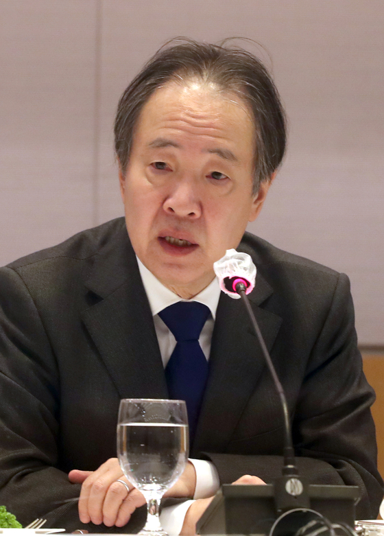 Japan's Ambassador to Korea Koji Tomita delivers a speech during a meeting with Korean business executives at Yeouido, western Seoul, on Thursday. [YONHAP]