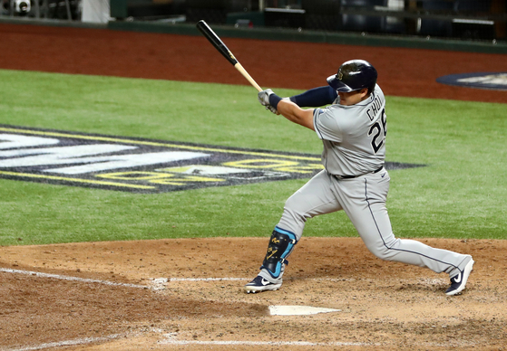 Choi Ji-man of the Tampa Bay Rays makes a hit during Game 2 of the World Series against the Los Angeles Dodgers at Globe Life Field in Arlington, Texas on Wednesday. [REUTERS/YONHAP]