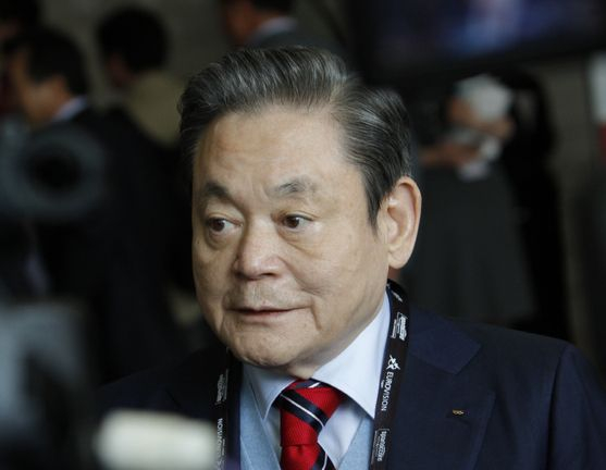 Samsung Electronics Chairman Lee Kun-hee died at the Samsung Medical Center in Gangnam, southern Seoul, on Sunday. He was 78 years old. [NEWS1]
