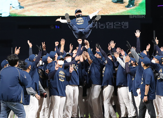 The NC Dinos throw owner Kim Taek-jin in the air after winning the KBO pennant at Changwon NC Park in Changwon, South Gyeongsang on Saturday. [YONHAP]