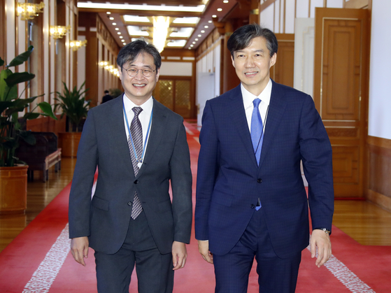 In this file photo, then-Senior Presidential Secretary for Civil Affairs Cho Kuk, right, and Park Hyoung-chul, then-anticorruption secretary, enter a Blue House ceremony to appoint Yoon Seok-youl as the new prosecutor general on July 25, 2019. On Friday, Park testified against Cho in a trial that Cho had ordered him to shut down a Blue House audit into Yoo Jae-soo, a senior financial official, when they worked together in 2017.  [YONHAP]