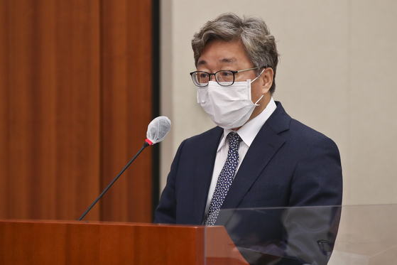 Chae Hee-bong, president of Korea Gas Corporation, attends a National Assembly hearing on Oct. 20, 2020. The Board of Audit and Inspection recently said Chae, former presidential secretary for industrial policy, had pressured the Energy Ministry to shut down the Wolsong I nuclear reactor without a proper study, which he denies.  [YONHAP]
