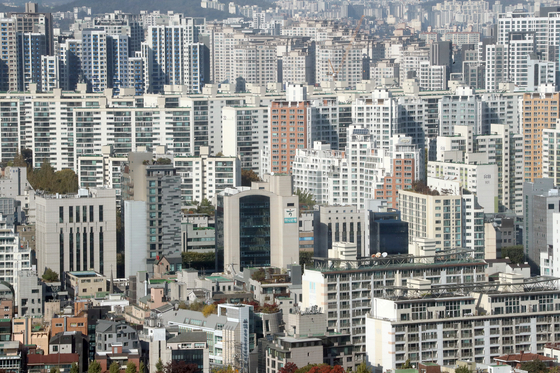 A view of apartments in Seocho District, southern Seoul, on Oct. 23. [YONHAP]