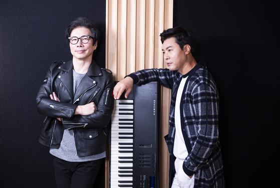 Band 015B member Jang Ho-il, left, and singer Lee Jang-woo. [KWON HYUK-JAE]