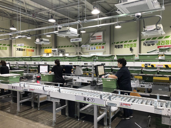 Lotte Shopping's automation facility. [LOTTE SHOPPING]