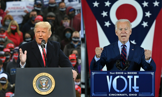 Ahead of the U.S. presidential election on Tuesday, U.S. President Donald Trump, left, speaks during a campaign rally at Manchester-Boston Regional Airport in Londonderry, New Hampshire on Oct. 25. Democratic presidential candidate Joe Biden, right, delivers remarks at an event in Cincinnati, Ohio, last month. [AFP/YONHAP]
