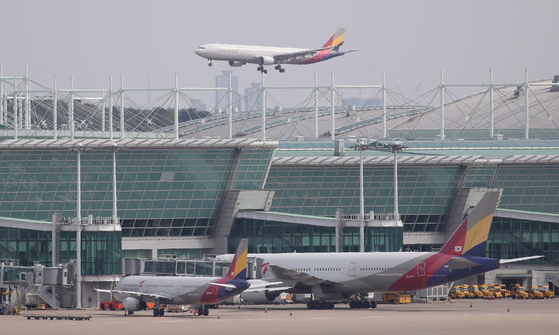Asiana Airlines aircraft at Incheon International Airport in October. [YONHAP]