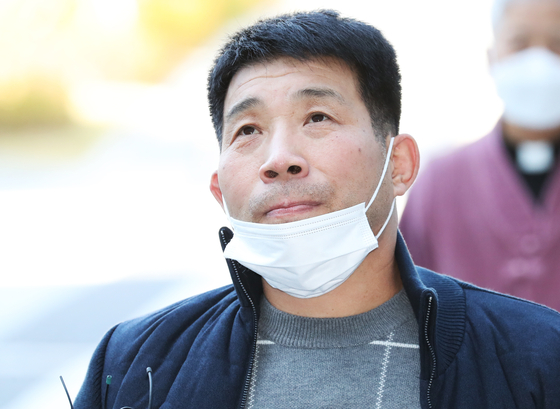Yoon Seong-yeo, the man who spent 20 years in prison after being possibly falsely convicted of murdering a 13-year-old girl. The actual murderer, Lee, testified on behalf of Yoon's innocence at the plaintiff's retrial on Monday. [YONHAP]