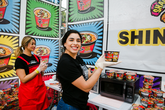 Nongshim offered Shin Ramyun at a music festival held in Los Angeles in August last year. [NONGSHIM]