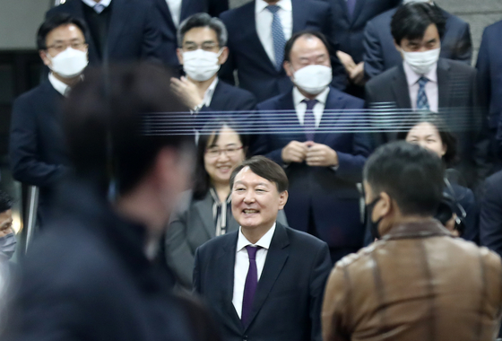Prosecutor General Yoon Seok-youl, center of the first row, smiles during his visit to the Daejeon District Prosecutors' Office on Oct. 29, 2020. Yoon resumed his tour of regional prosecution offices after eight months.  [YONHAP]