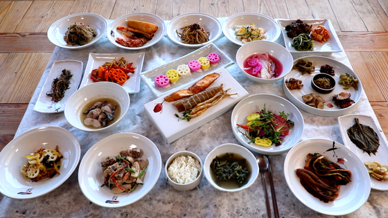 A tabletop filled with vegetables cooked using recipes from nearby temples in Sunchoen, South Jeolla, home to Seonam Temple, one of the Sansa (Korean Buddhist mountain temples) registered as a Unesco World Heritage site. [LIETTO]