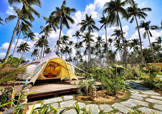 A campsite at Nacpan Beach in El Nido, Palawan. [THE PHILIPPINE DEPARTMENT OF TOURISM]