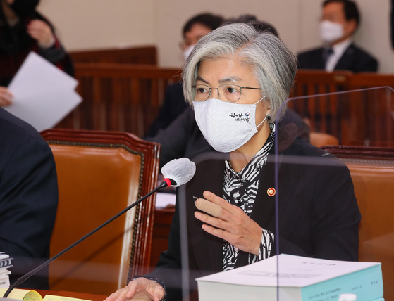 Korean Foreign Minister Kang Kyung-wha speaks at the National Assembly Thursday. She will make a trip to Washington to hold talks with U.S. Secretary of State Mike Pompeo next Monday. [YONHAP]