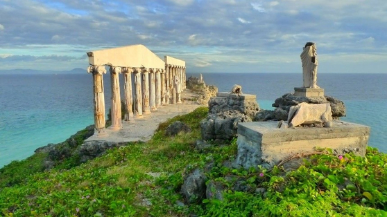 Fortune Island, Batangas. [THE PHILIPPINE DEPARTMENT OF TOURISM]